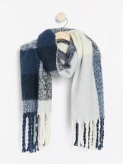 Rutig bred stickad halsduk med fransar Blå