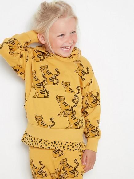 Overdimensjonert, gul T-skjorte med hette og tigere Gul