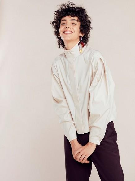 Lys beige bluse med brede ermer Beige
