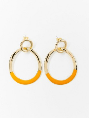 Guldfärgade örhängen med emaljdetaljer Gul