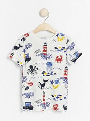T-shirt with sea creatures and boats White