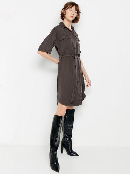 Lyocellista valmistettu paitamekko, jossa solmittava nauha Musta
