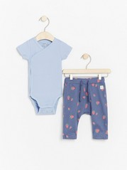 Set with wrap bodysuit and trousers with strawberries Blue