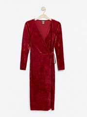 Omlottklänning i krossad sammet Röd