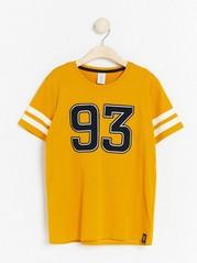 T-paita, jossa painatus ja lyhyet hihat Keltainen