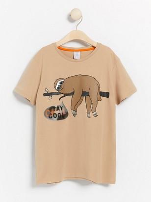 Beige t-shirt med sengångare och hologram-applikation Beige