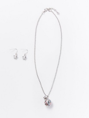 Set with necklace and earrings Metal