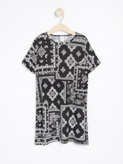 Long patterned short sleeve top Black