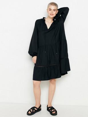 Černé šaty sdlouhým rukávem Černá