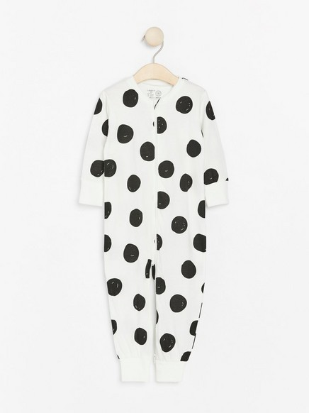 Pyjama, jossa suuria pilkkuja Musta