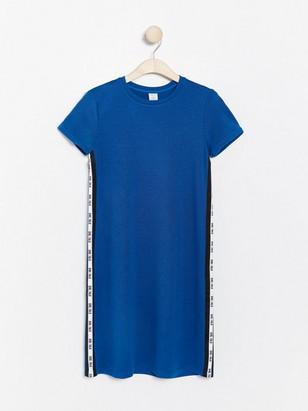 Blå jerseyklänning med revär Blå