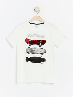 White t-shirt with skateboards and reversible sequins White