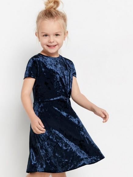 Kortärmad klänning i krossad sammet Blå