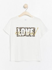 White t-shirt with leopard print White
