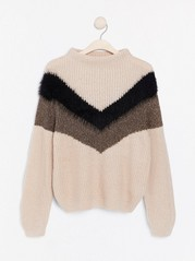 Knitted jumper with chevron pattern Beige