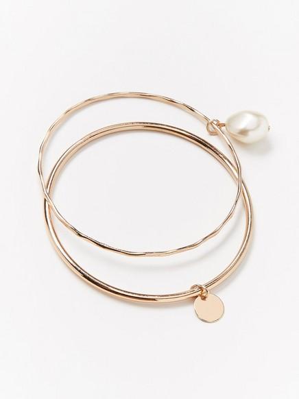 Guldfärgade runda armband med berlocker Gul