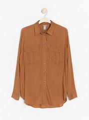 Långärmad skjorta i viskos  Brun