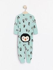 Turkoosi pyjama, jossa pingviinejä Turkoosi