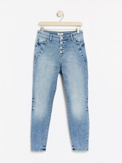 MAIA Ljusblå jeans med avsmalnat ben Blå