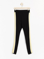 Black leggings with side stipes   Yellow