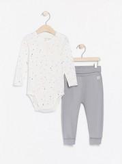 Sett med prikkete body og grå jerseybukse Hvit
