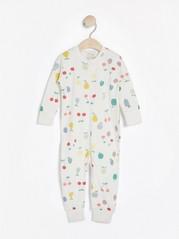 Valkoinen pyjama, jossa hedelmäkuviointi Valkoinen
