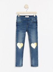 Jerseyjeans i smal passform med hjerter i vendbare paljetter Blå