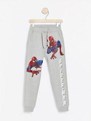 Grå joggebukse med Spider-Man-trykk Grå