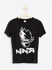 Svart t-shirt med Ninja-tryck Svart