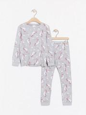 Grå pyjamas med enhörningar och regnbågar Grå