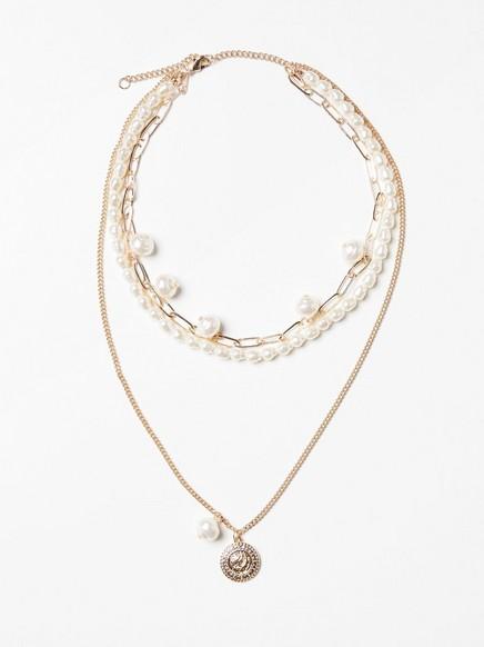Halsband med pärlor och guldfärgat mynt Vit