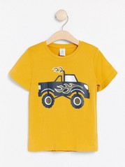 Lyhythihainen t-paita, jossa monsteriautopainatus Keltainen