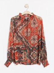 Mønstret bluse med detaljer i vaffelstrikk Rød
