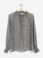Mønstret bluse med detaljer i vaffelstrikk Blå