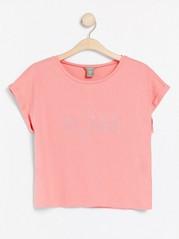 T-skjorte med teksttrykk Korall