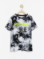 Kortärmad t-shirt med neongult tryck Svart