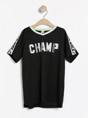 Sports-T-skjorte i netting med trykk og sidestriper Svart