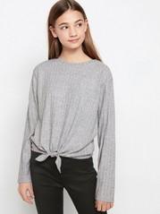 Grå ribbestrikket genser med knutedetalj Grå