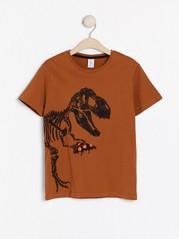 Ruskea t-paita, jossa dinosauruspainatus Ruskea