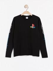Pitkähihainen pusero, jossa Playstation™-painatus Musta