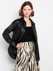 Svart skjorta i läderimitation Svart