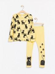 Ljusgul pyjamas med katt-motiv Gul