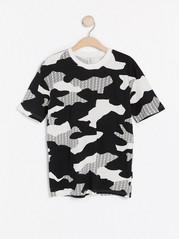 Kuvioitu lyhythihainen t-paita Musta
