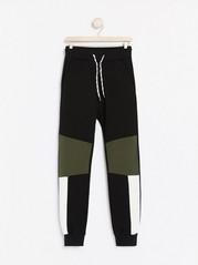Svarta sweatpants med färgblock Svart