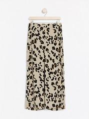 Leopardikuvioidut housut, joissa nilkkapituiset lahkeet Ruskea