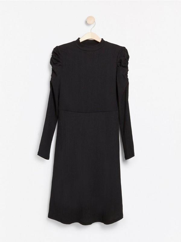 Kjole med puffermer | FINN.no