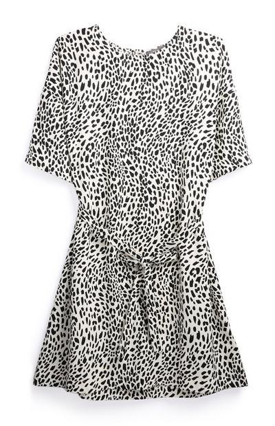 Kleid mit schwarz-weißem Leoparden-Print und Zierknoten