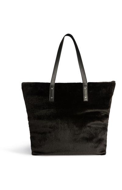 Flauschige Tasche in Schwarz