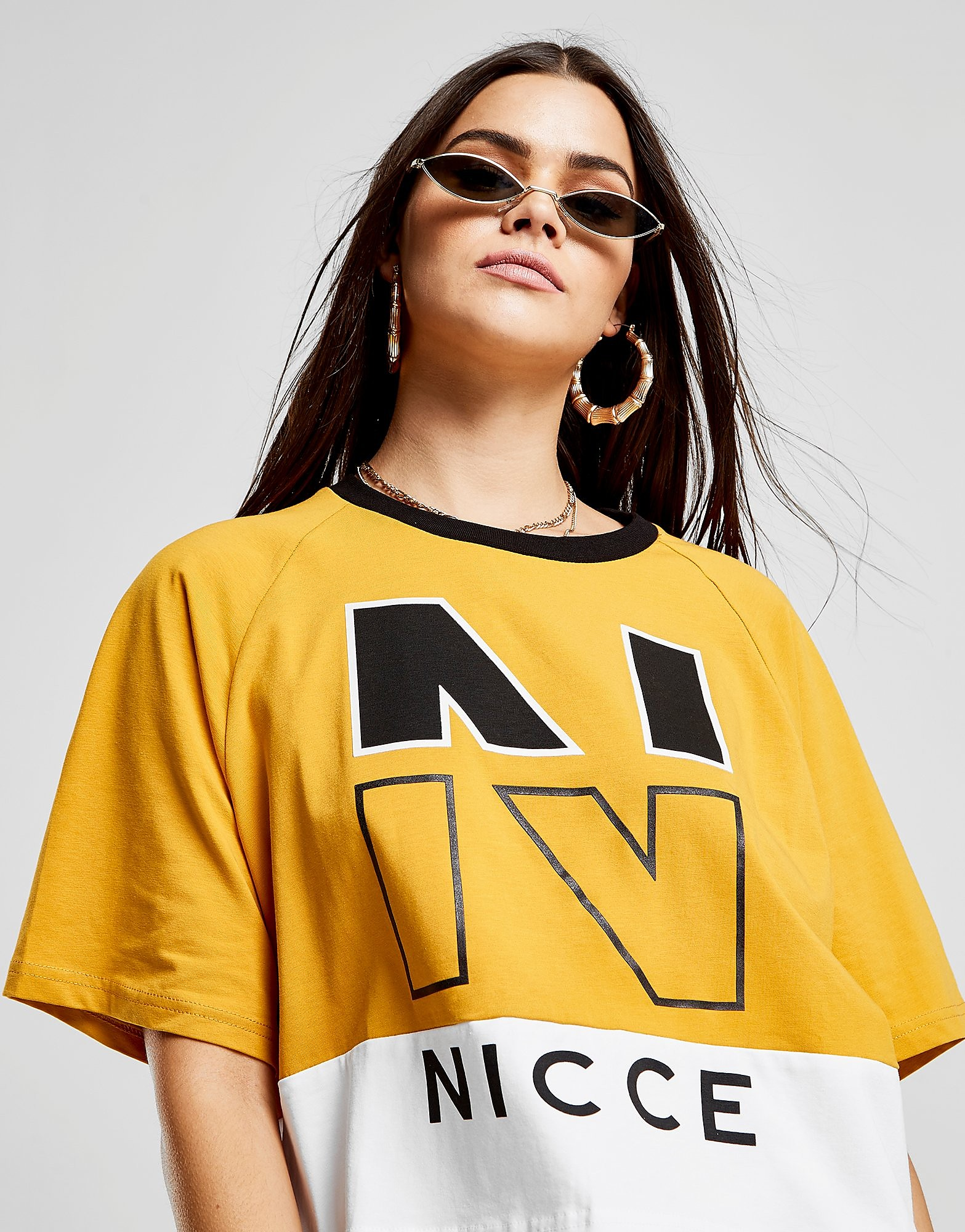 Nicce Colour Block Logo Crop T-Shirt - Goud - Dames