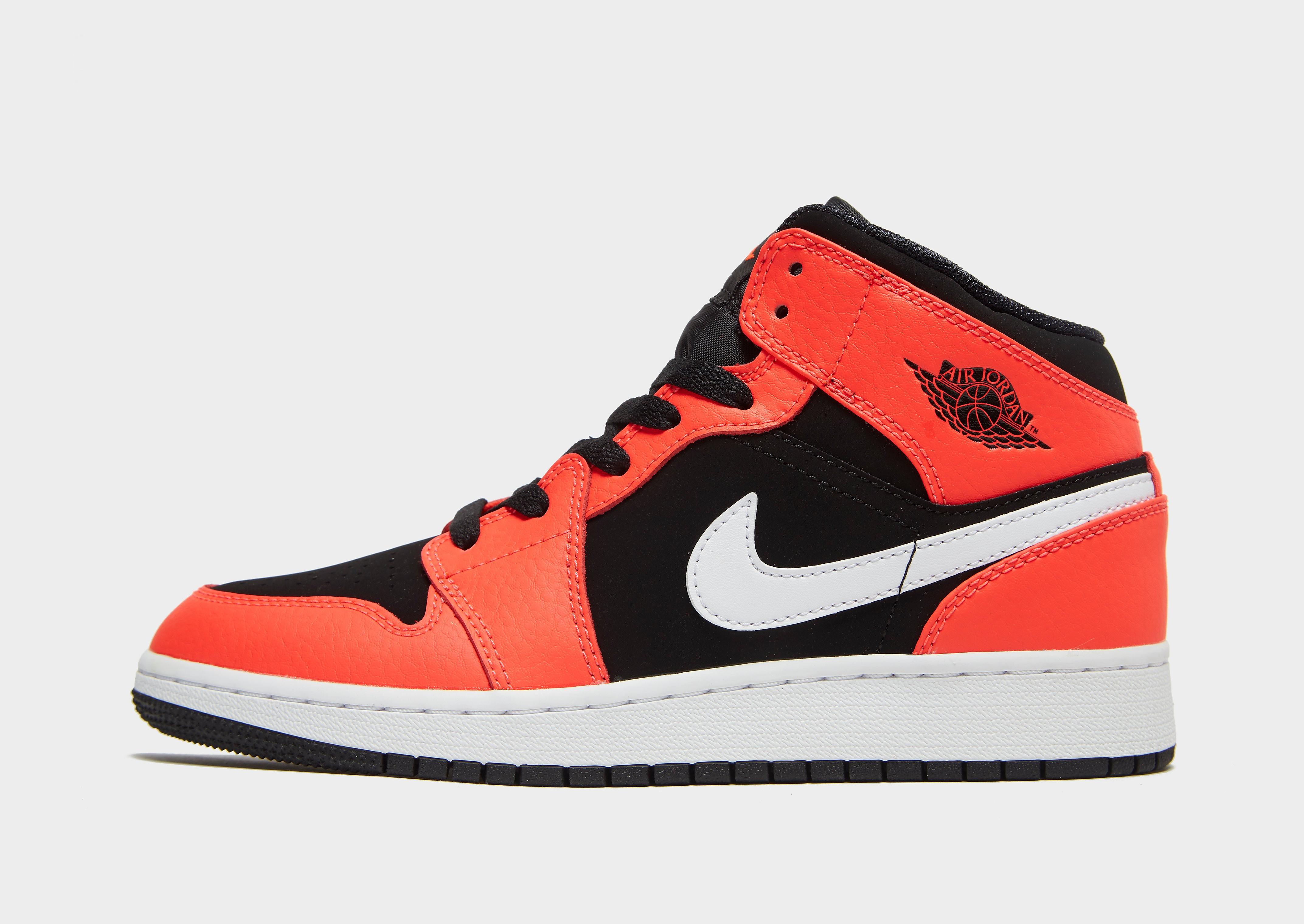 Jordan kindersneaker zwart en rood